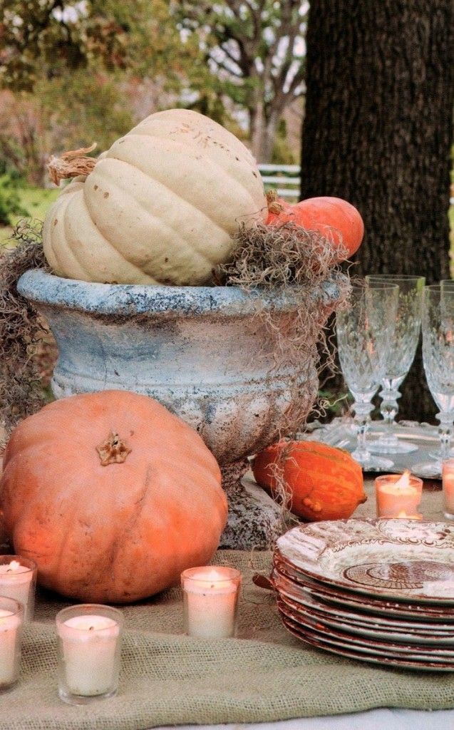 OUTDOOR LIVING FALL TABLESCAPE W URN