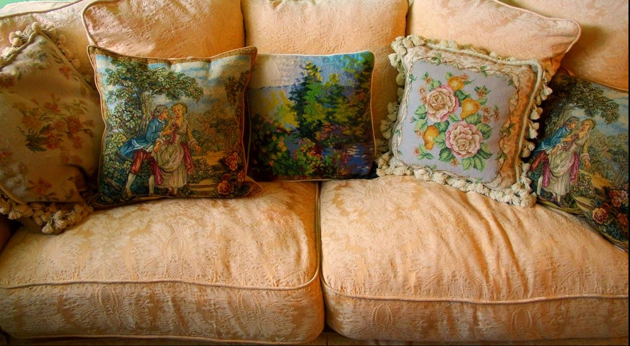 Rachel Aswell sofa photo