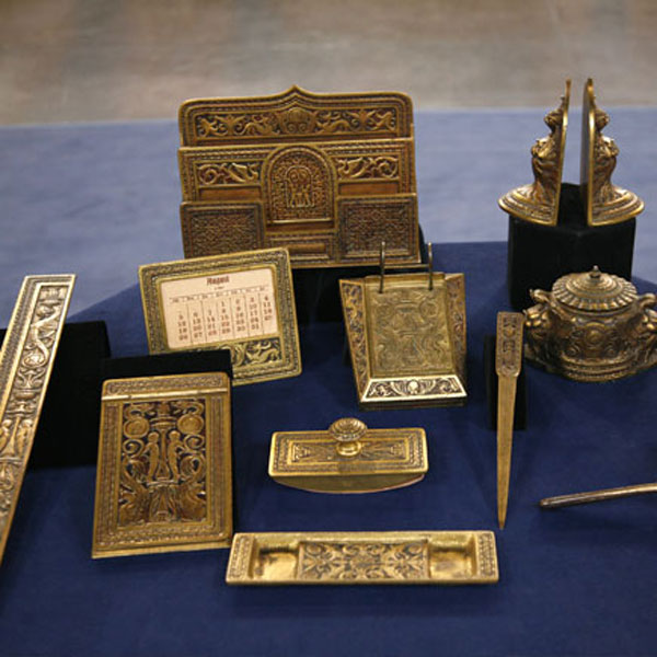 Thomas Jefferson desk with gold inkwell