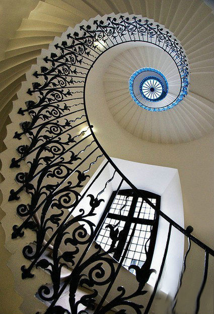 HC_GraciousEurope-type-rotate-stair