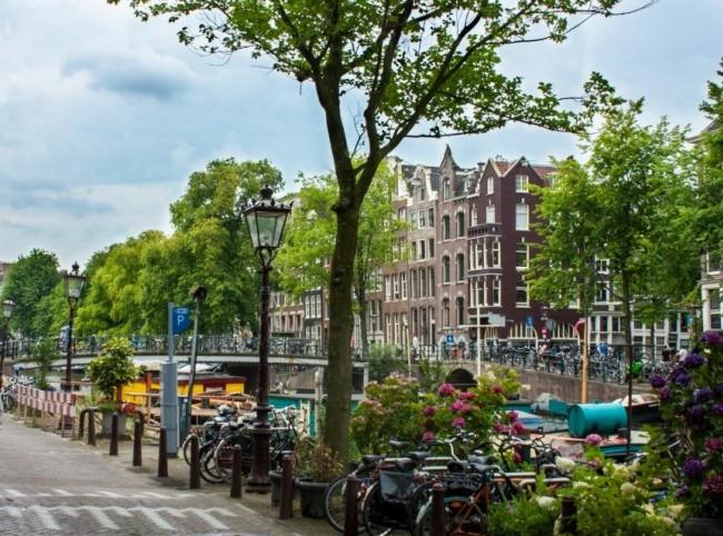 Amsterdamstreetscenewithbikes