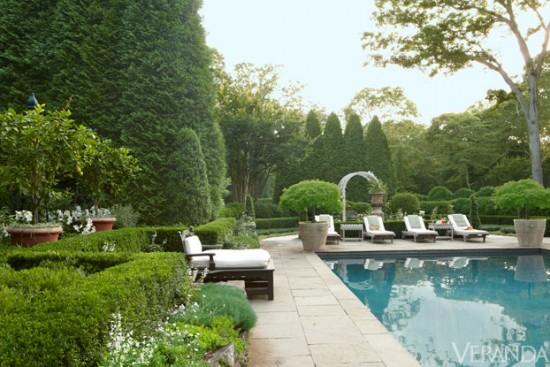 Charlotte_Moss_pool_in_Hamptons-e1400704142388