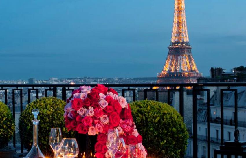 Paristerracewith Eiffel tower