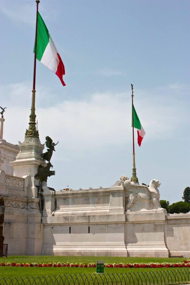 PiazzaVeneziawflags