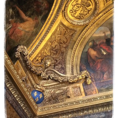 Obsession Confession: Parisian Crown Moldings!