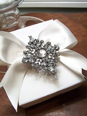 Broaches as a bow in gift wrap