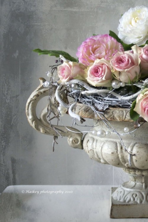 FLOWERING URNS IN DECOR FOR SPRING - Hadley Court blog (12)