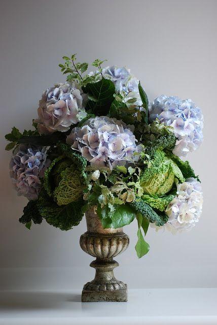 FLOWERING URNS IN DECOR FOR SPRING - Hadley Court blog (5)