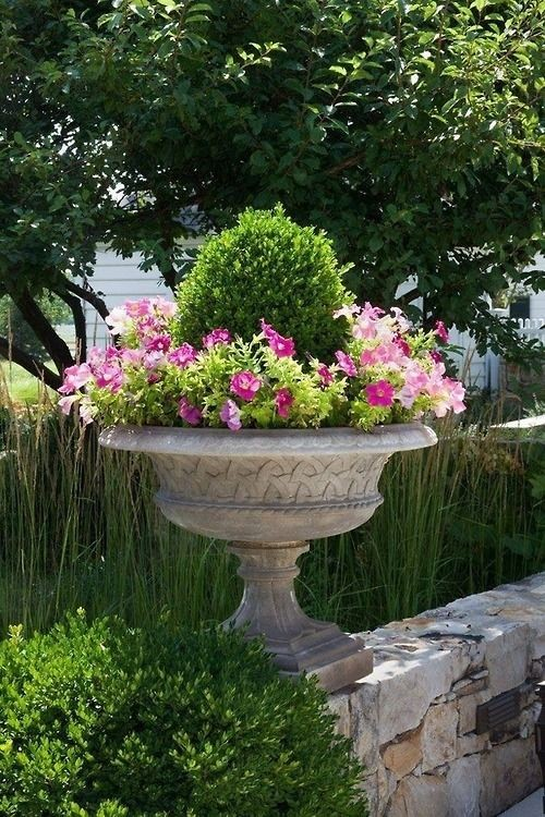 FLOWERING URNS IN DECOR FOR SPRING - Hadley Court blog (7)