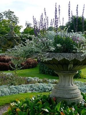 FLOWERING URNS IN DECOR FOR SPRING - Hadley Court blog (8)