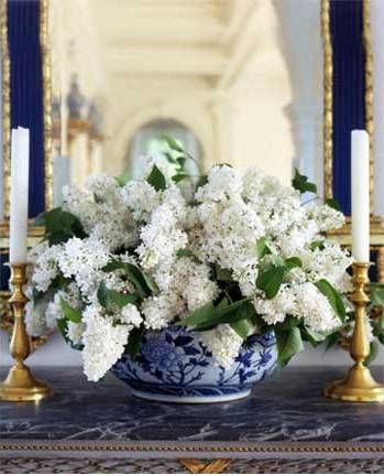 DECORATING WITH BLUE & WHITE (1)