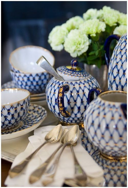 DECORATING WITH BLUE & WHITE (13)
