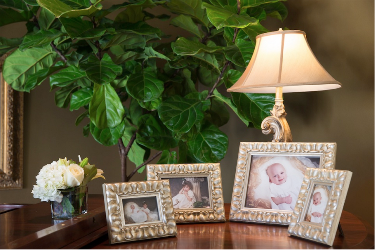 Photo frames of Leslie's children