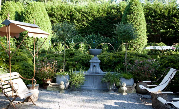 Boxwood Terrace fountain - Charlotte Moss Garden