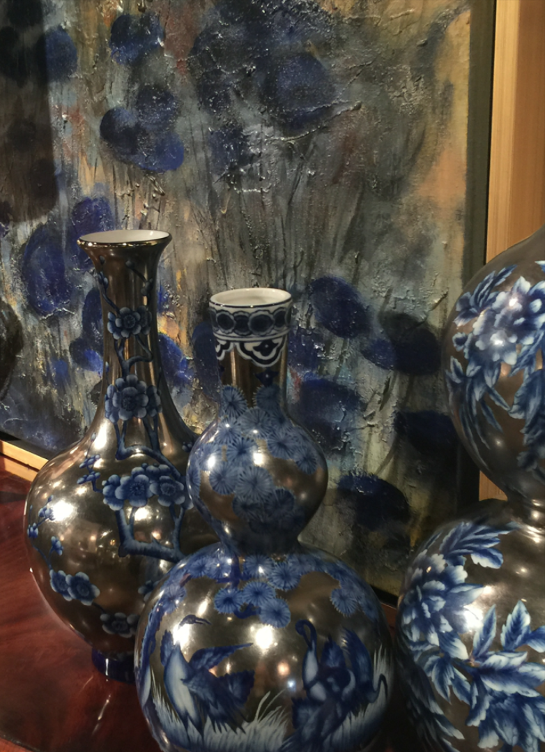 Hand painted vases from the John Richard Collection || Fall 2015 #HPMKT || Image Credit: Leslie Carothers for Hadley Court