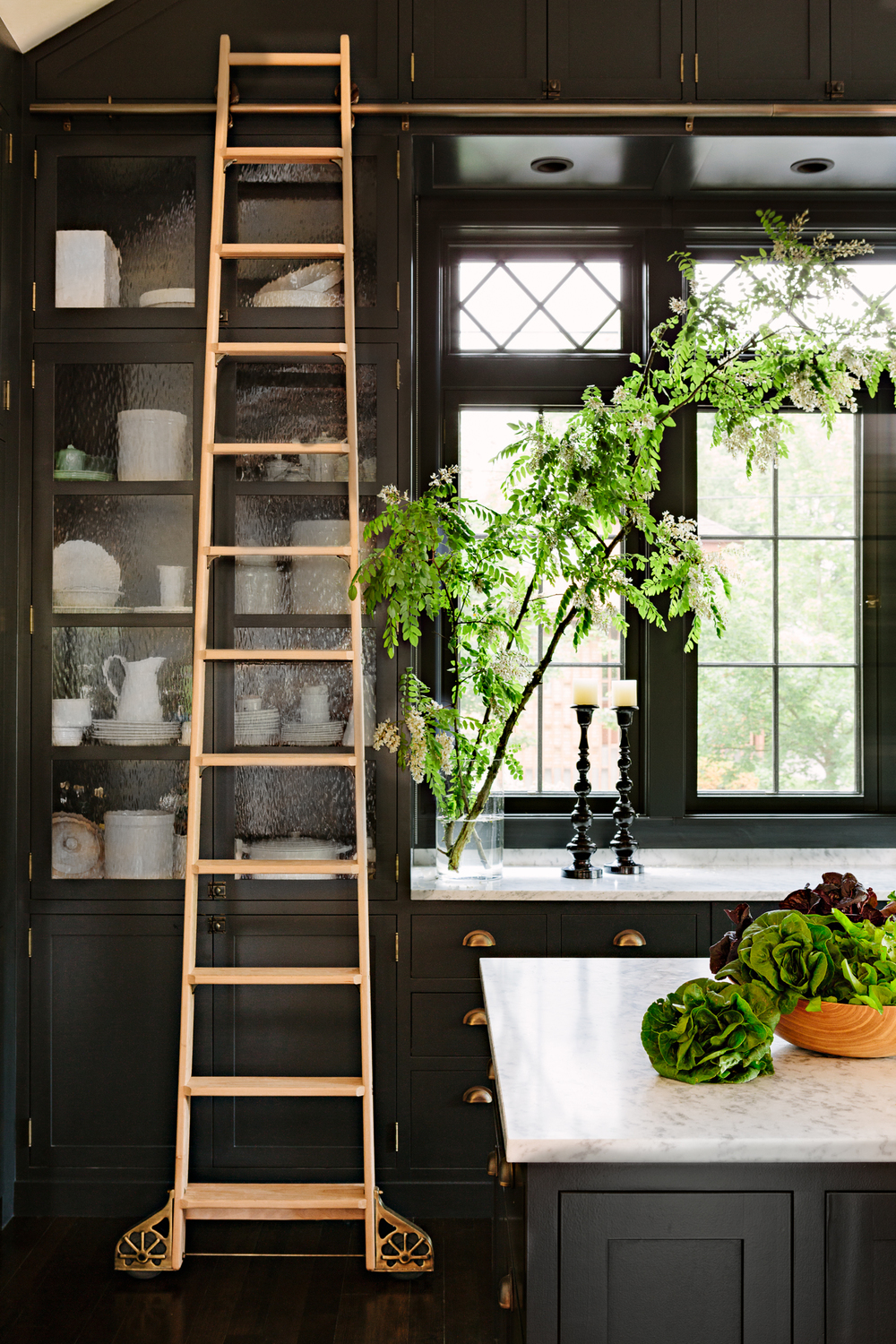 HC_BlackKitchens_LibraryHouse_CloseUp