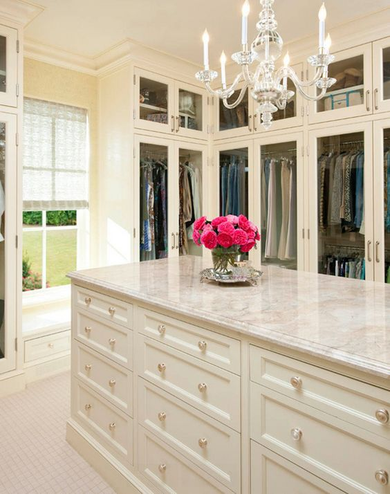 Well organized luxury closet design