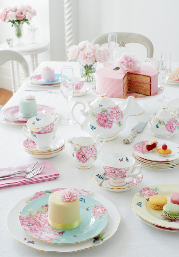 Miranda Kerr for Royal Albert tea set, floral tea set. Click to see even more tea party ideas in the post!