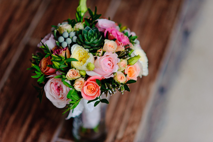 how to make your fresh flowers last longer, click to see these easy tips and tricks in the post!