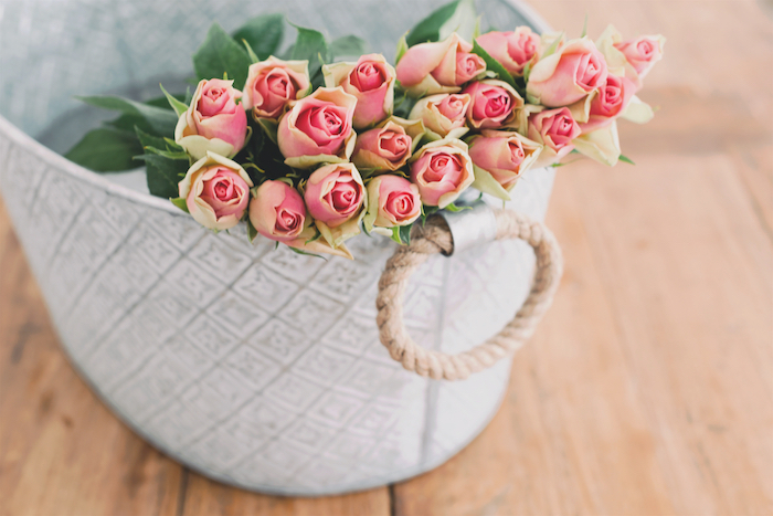 How to make fresh cut flowers last longer, click to read these simple tips and tricks!