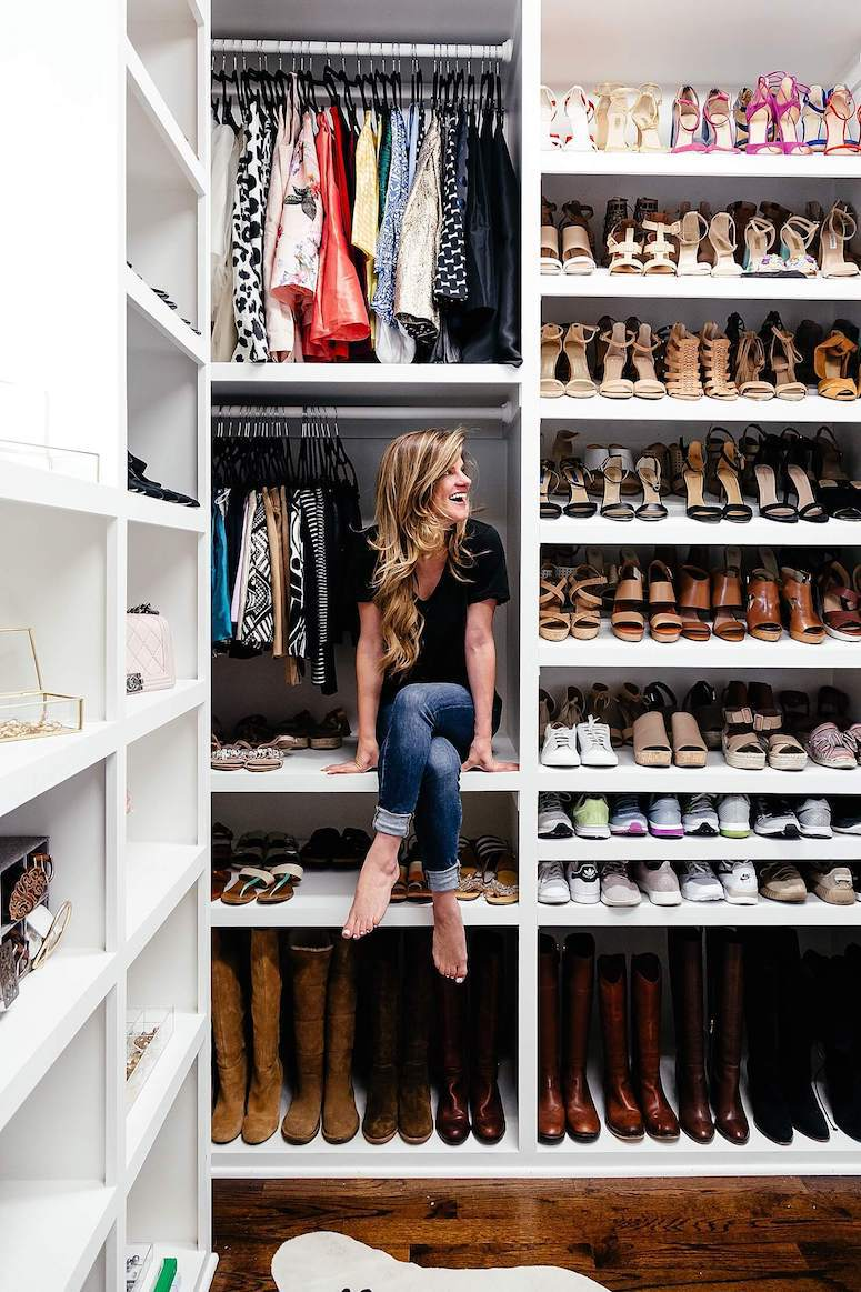 How to organize your closet, click to read even more tips in the post