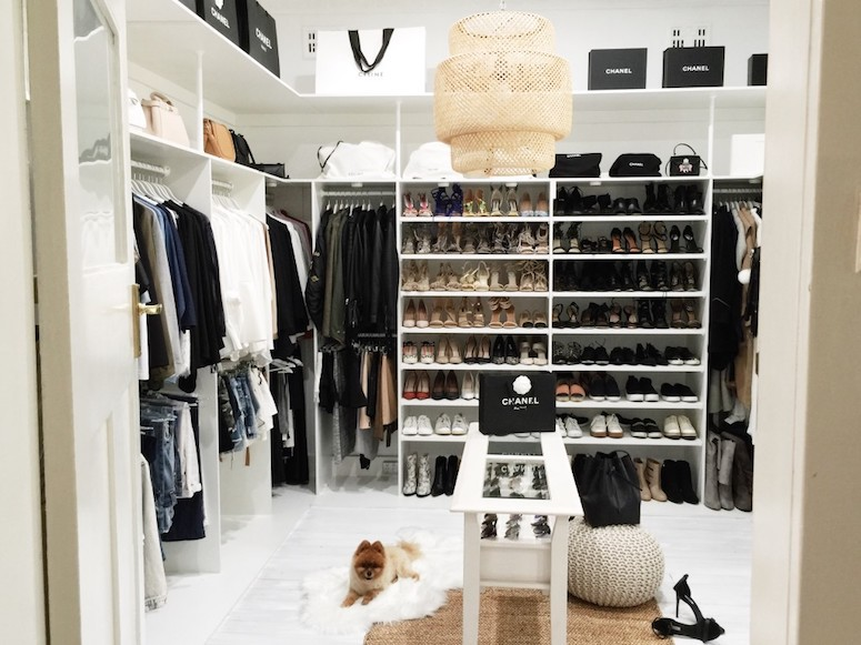 How to organize your closet, beautiful closet ideas. Click to see even more tips on organizing your wardrobe in the post
