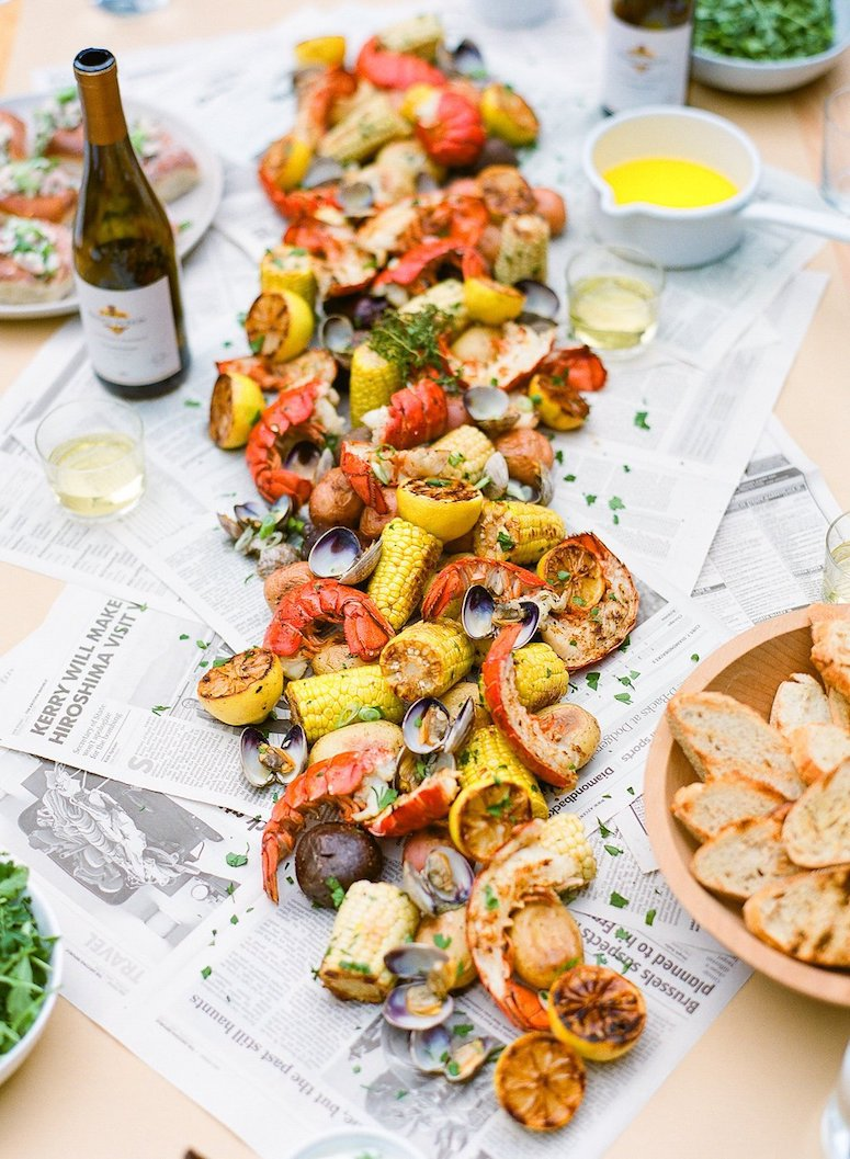 How to host a clam bake lobster boil party. Click to see our tips for this summer entertaining idea in the post!