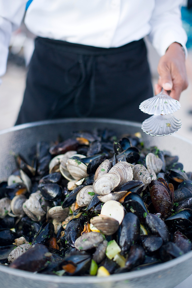 How to host a clam bake lobster boil party. Click to see all of our tips in the post