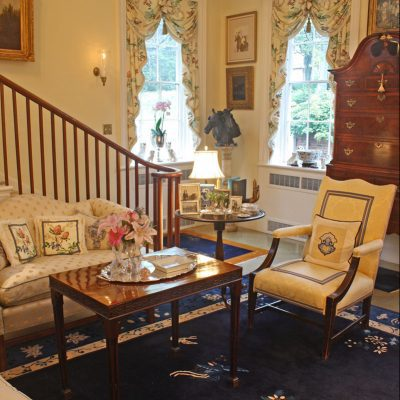 Graceful, Genteel and Timeless: The Pretty and Proper Living Room