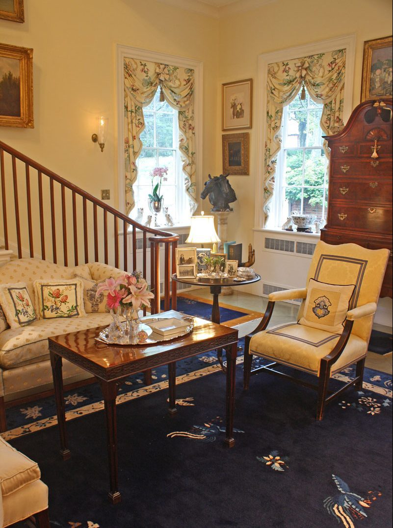 Living Room Timeless Decorating Ideas: Graceful, Genteel And Timeless: The Pretty And Proper