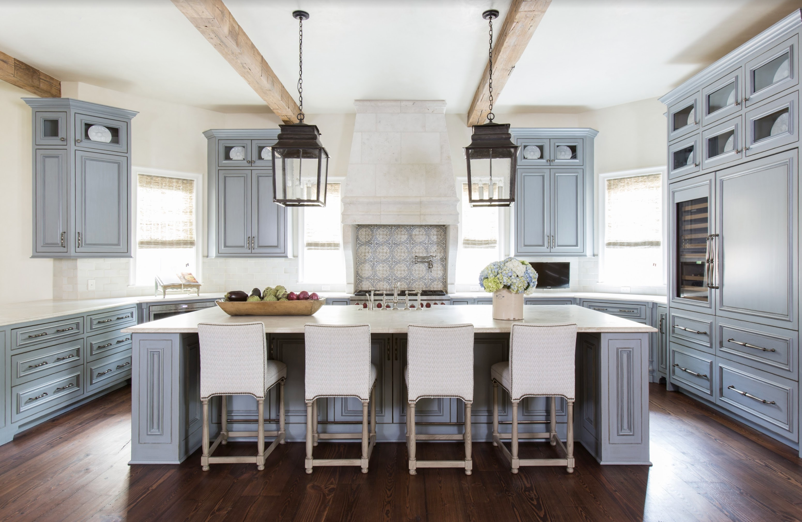 A gorgeous kitchen, as featured on the site of Luxe magazine, in July 2017, designed by Houston based Lucas Eilers Design Associates