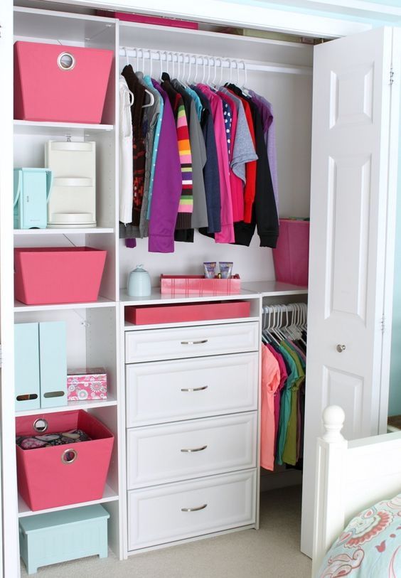 How to declutter: Organize Clothes