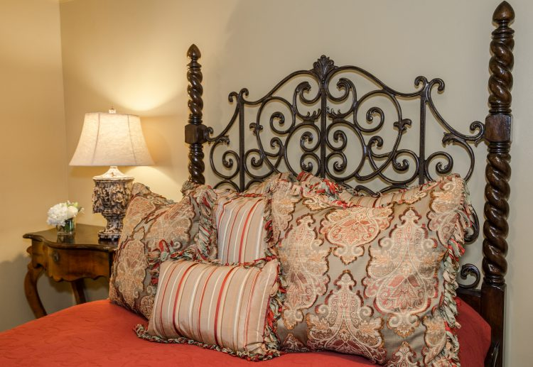 how to arrange pillows on your bed for function and decor