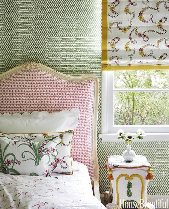 grandmillennial pattern wallpaper