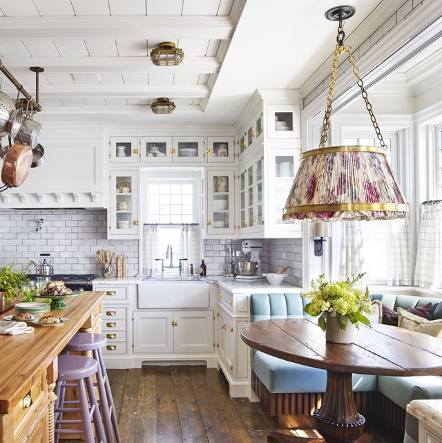 23 Best Cottage Kitchen Decorating Ideas And Designs For 2020: How To Break Up All-White Kitchens